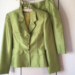 Cache suit, size 6.